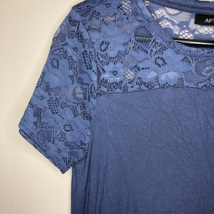 Periwinkle blue top lace sleeve medium apt 9